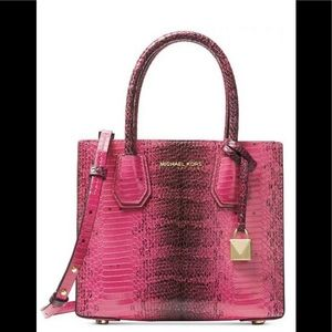 Michael Kors Mercer Medium Messenger ultra pink